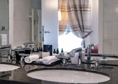 Salle de bain Chambre-Supérieure-©ZVARDON