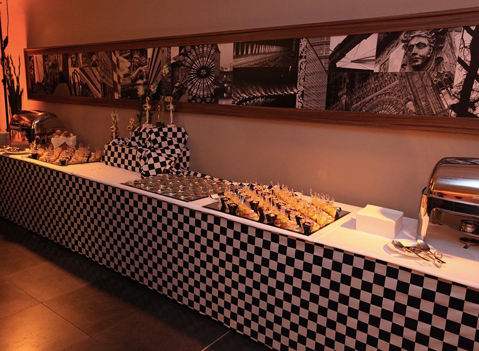 Cocktail Grand Lobby