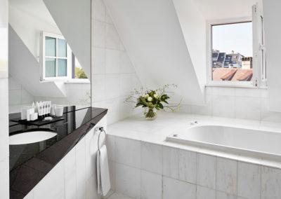 4-0-Salle-de-bain_Chambre-Deluxe-©DUPUIS_HD